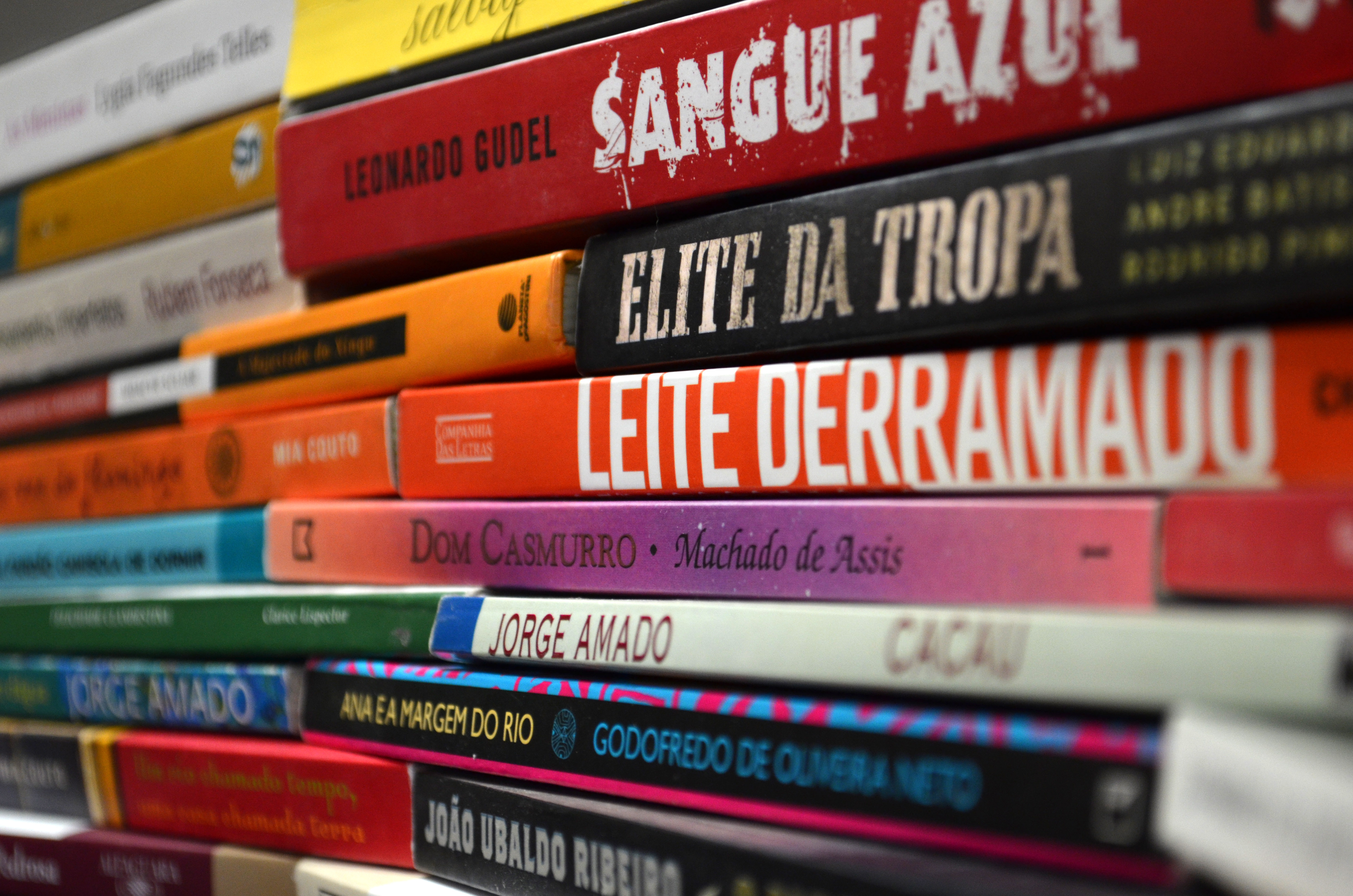 brazilian literature Bem vinda readers, to our monthly discussion of the literature of the world twice a month, we'll post a new country for you to recommend.